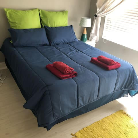 G's Guest House (Urban Apartment - sleeps 7 Max)