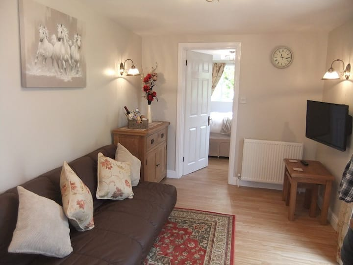 Cottage 5 , 1 bed with enclosed patio