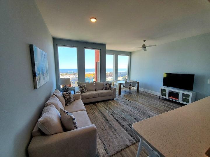 Top Floor Luxury Boardwalk Condo w/ Ocean View