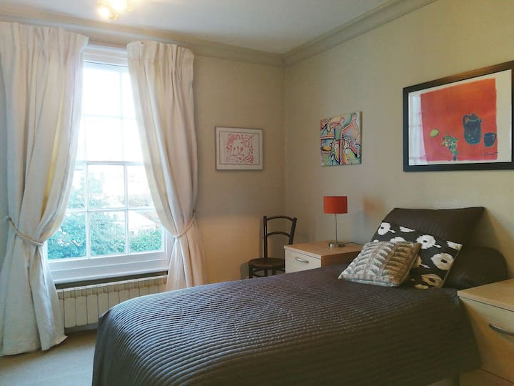 Comfortable single room with ample parking