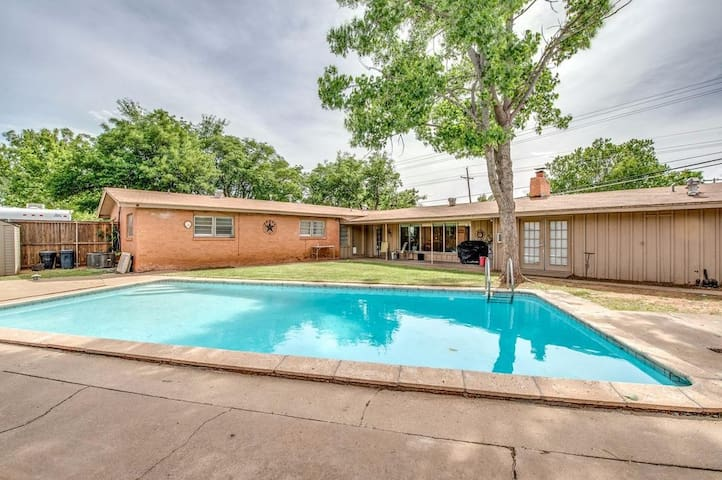Pool house *separate unit* in central Lbk