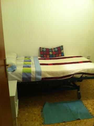Habitación individual con baño y estudio propio - Barcelona