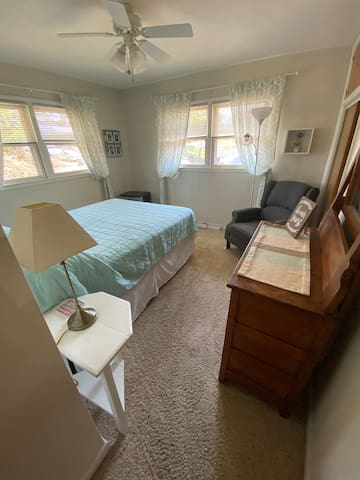 #3 listing: Clean Comfy Room in safe neighborhood