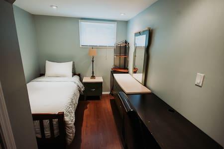 Private room near University of Manitoba