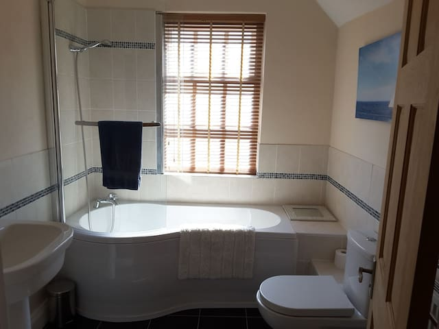 Bathroom for sole use adjacent to the bedroom