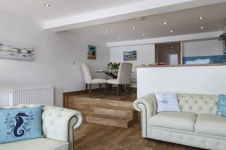 The Captain's Bank: self-catering luxury flat - Porthmadog