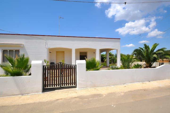 Villa just 300 meters from the sea