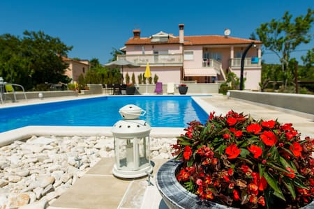 Charming app-terrace & pool (2+2) - Putini - Lakás