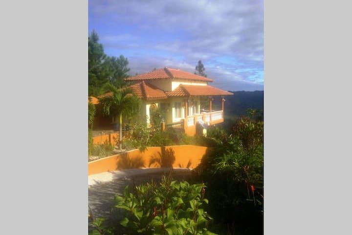 Experience Panama @ Villa Bowes - calle de Altos del María, Panama - Vila
