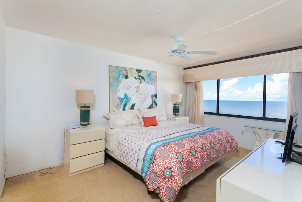 Master Bedroom - Gorgeous View - King Bed