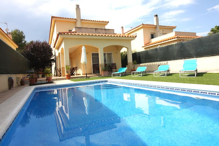VILLA NEAR SITGES AND BARCELONA - Olivella - House