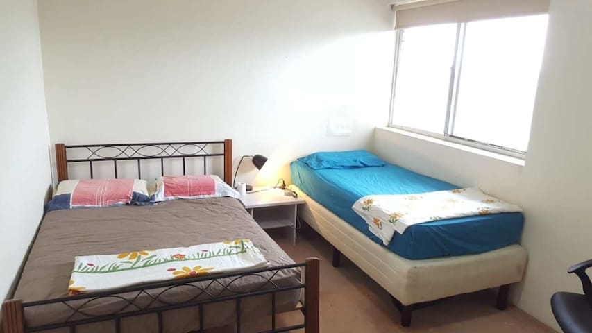 Clean and Large single room close to airport - Eastlakes - Apartment