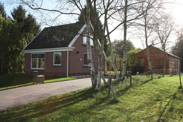 Vrijstaand huis met tuin in rustige omgeving +WiFi