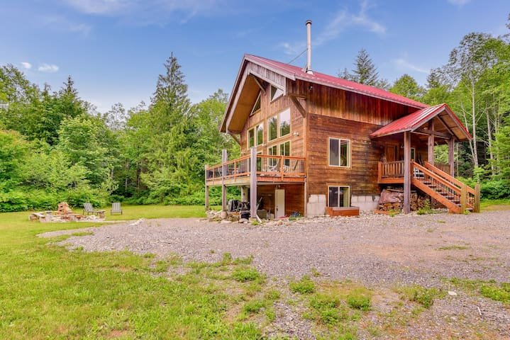 Secluded dog-friendly lodge with Grotto Mountain views & game room!