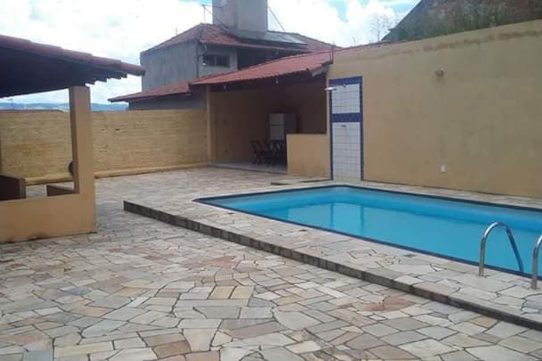 Eis o Rancho Alegre! Rancho com churrasqueira, mesa de bilhar e piscina!