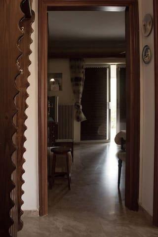 Το πρώτο δωμάτιο από το χωλ