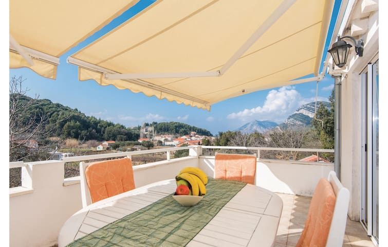 Holiday apartment with 2 bedrooms on 43m² in Zuljana