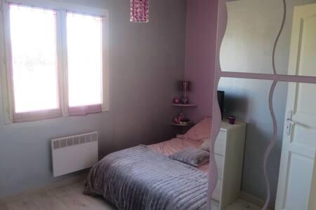 Chambre privée dans une maison au Taillan Médoc - Le Taillan-Médoc - Haus