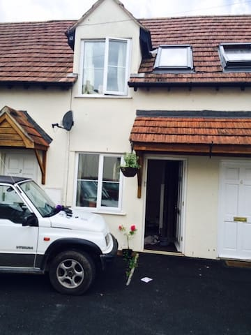 lovely little cottage , central village location - Winscombe - Haus