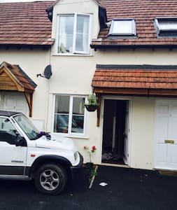 lovely little cottage , central village location - Winscombe - Hus