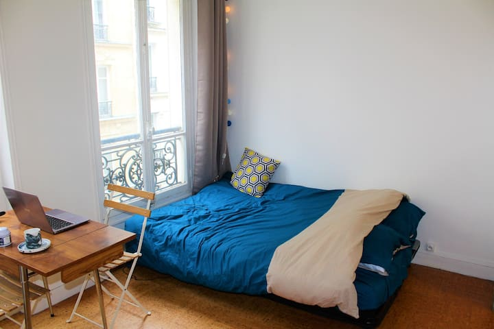 Cozy flat, one minute walk from Arc de Triomphe