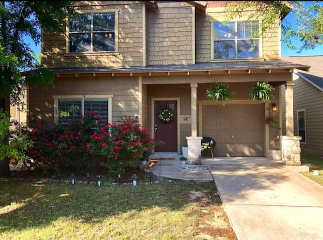 Cozy bedrooms in beautiful home close to SOCO & DT