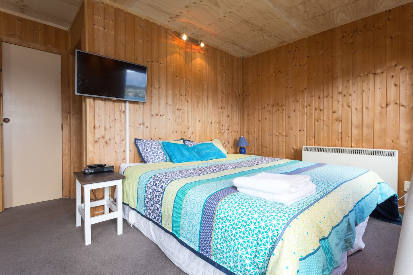 maxwell lodge best view ensuite bed amp breakfasts for rent in queenstown: heater table aaad