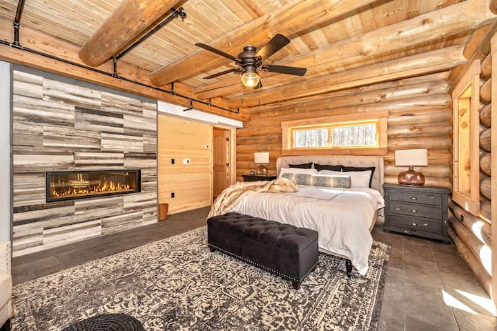 Master suite - King bed, first floor