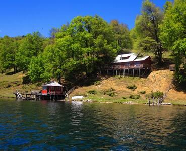 Exclusiva cabaña a orillas del lago Icalma.
