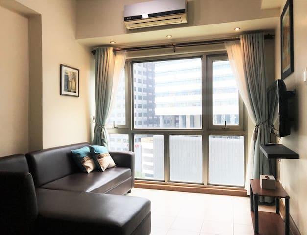 Minimalist BGC Suite, Breathtaking City View for 4