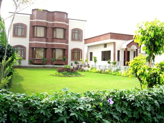 BIG 10 BEDROOM MARRIAGE STAY HOUSE BEAUTIFUL LAWN