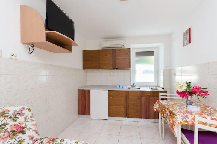 Studio Apartment, 250m from city center, seaside in Čižići - island Krk