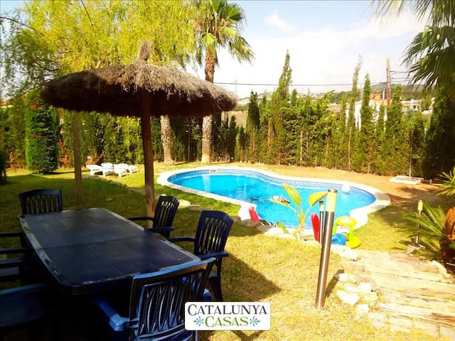 Casa Cunit for 8 guests,  just 5 minutes from the glimmering Mediterranean Sea - Costa Dorada - Villa