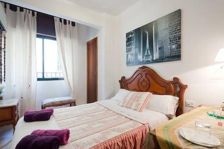 Cozy centric room + breakfast 4 - Granada - Bed & Breakfast