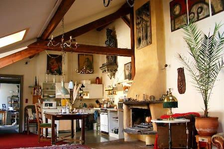 kleine Loft mit offenem Kamin - Aachen
