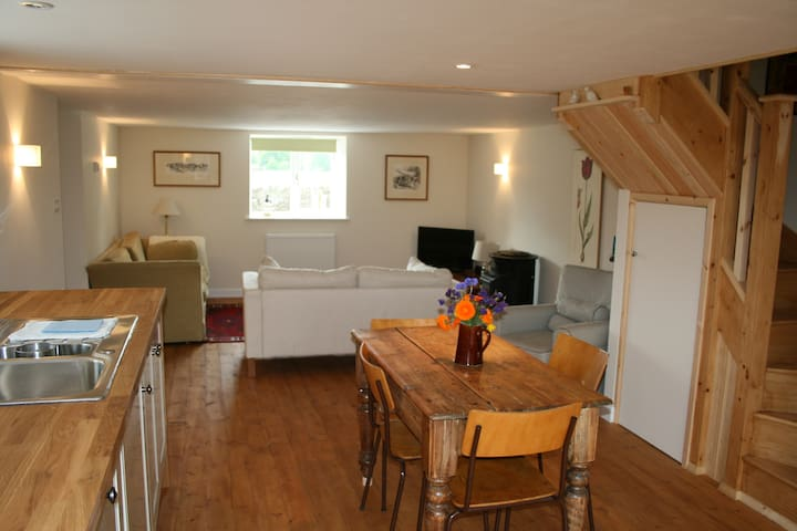 Wool Cottage, in the heart of Fairford