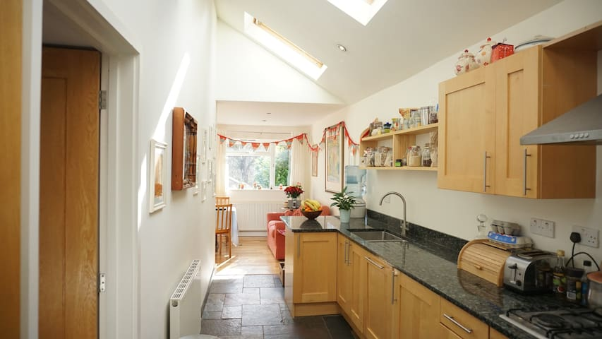 Family home with pool near to moors and sea - Buckfastleigh - Bungalow