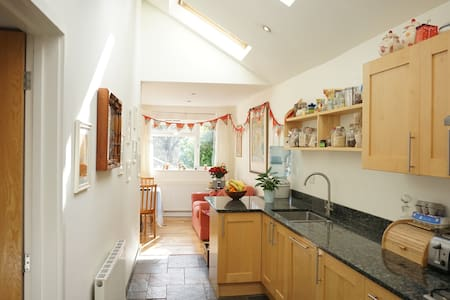 Family home with pool near to moors and sea - Buckfastleigh - บังกะโล