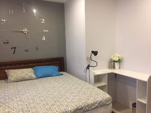Fully Furnished House 2BR 1Maids Q - Mandaue City - ทาวน์เฮาส์