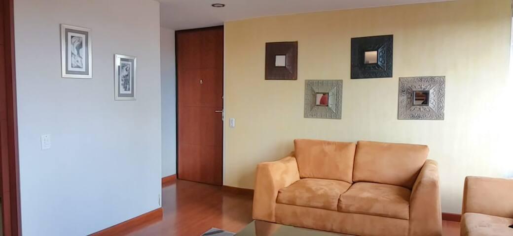 Entrance of the apartment.  Living room area.   Entrada del apartamento, sala.