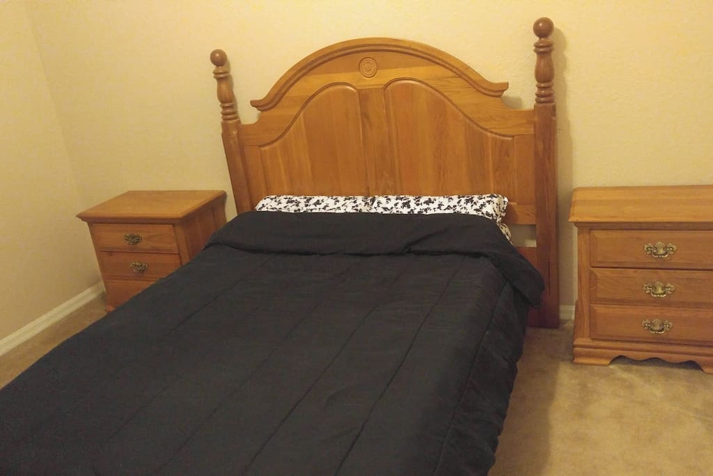 Set up for 1 or 2 people: Full size bed with 2 night stands