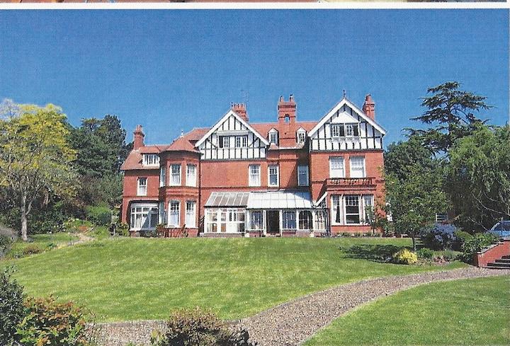 Tibberton House, Great Malvern