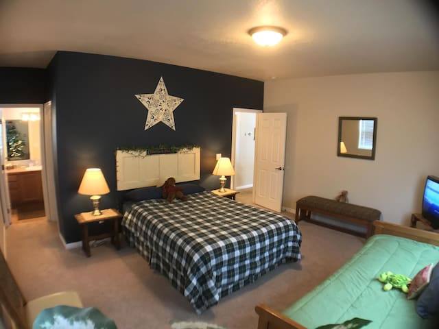 Stay in Affordable Comfort Near Tamarack Skiing and Lake Cascade Fun.  Room to Comfortably Sleep 9.