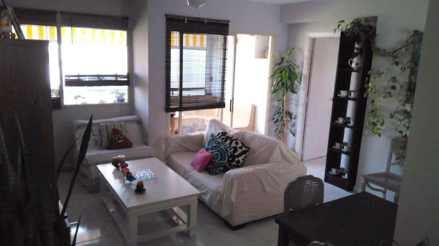 Apartamento con garaje y piscina Nueva Andalucia. - Marbella - Apartment