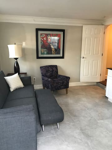 Private upscale South Charlotte Suite w/courtyard