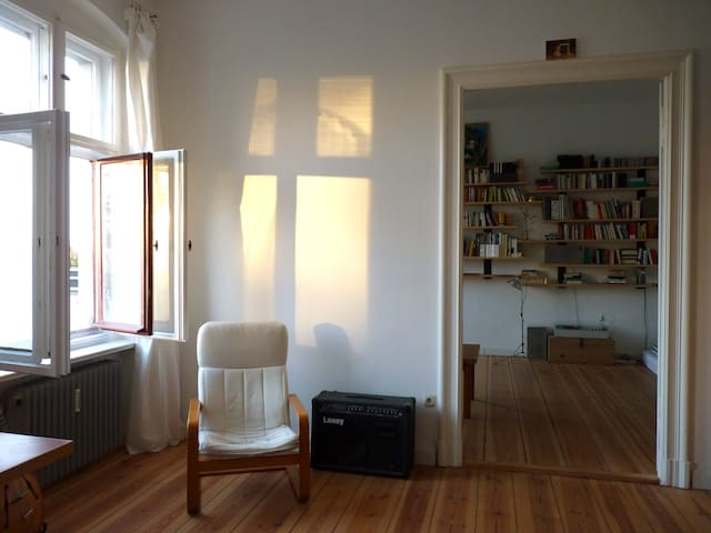 Helles Altbauzimmer in Kreuzberg - Berlin - Apartment