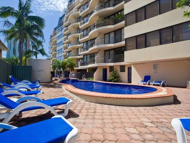 Location, value and comfort! - Broadbeach - Huoneisto