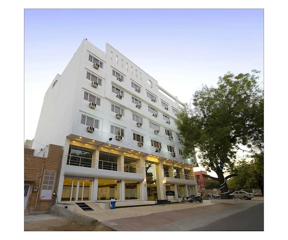 Exclusive Budget Hotel Room in Sardarpura, Jodhpur