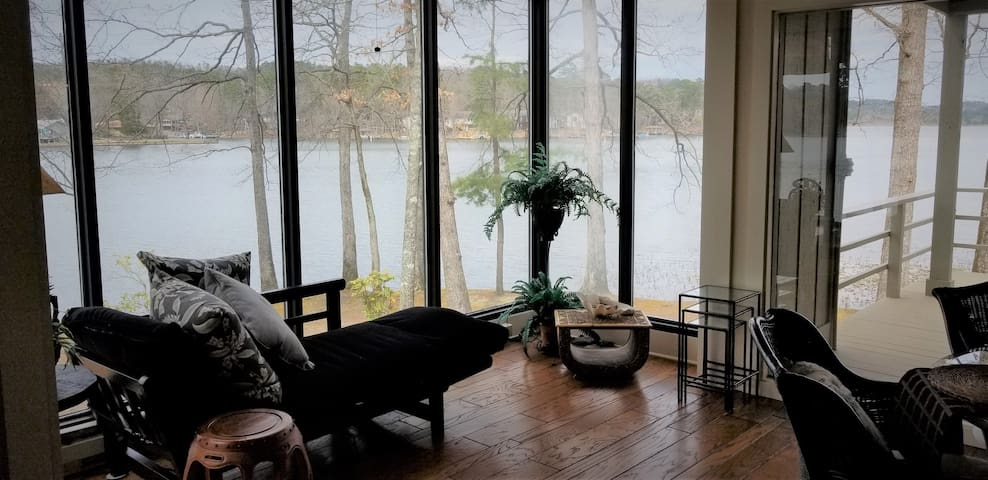New Listing: What-A-View HSV