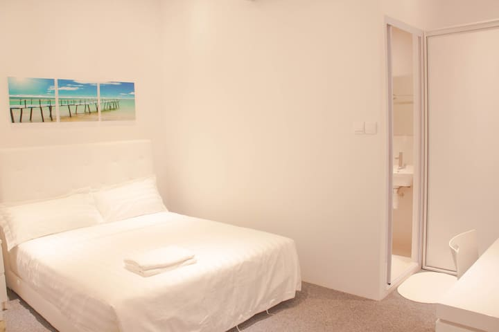NEW Cosy Private En-Suite Room @Orchard Area/City